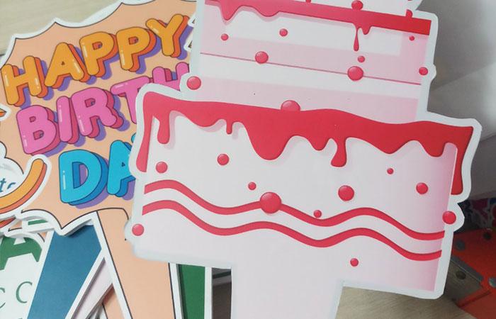 Hashtag cầm tay dùng trong sinh nhật