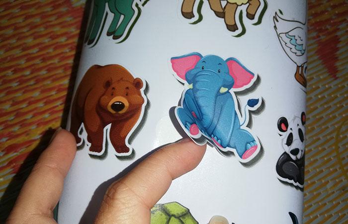 Sticker thường được sử dụng trong mục đích trang trí
