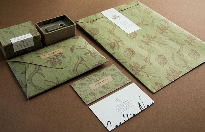 Các loại giấy bristol có định lượng cao thường được đặt làm bao thư hoặc danh thiếp