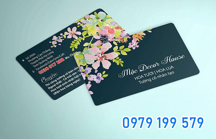 Card visit thường được làm với kích thước phù hợp để bỏ vào ví